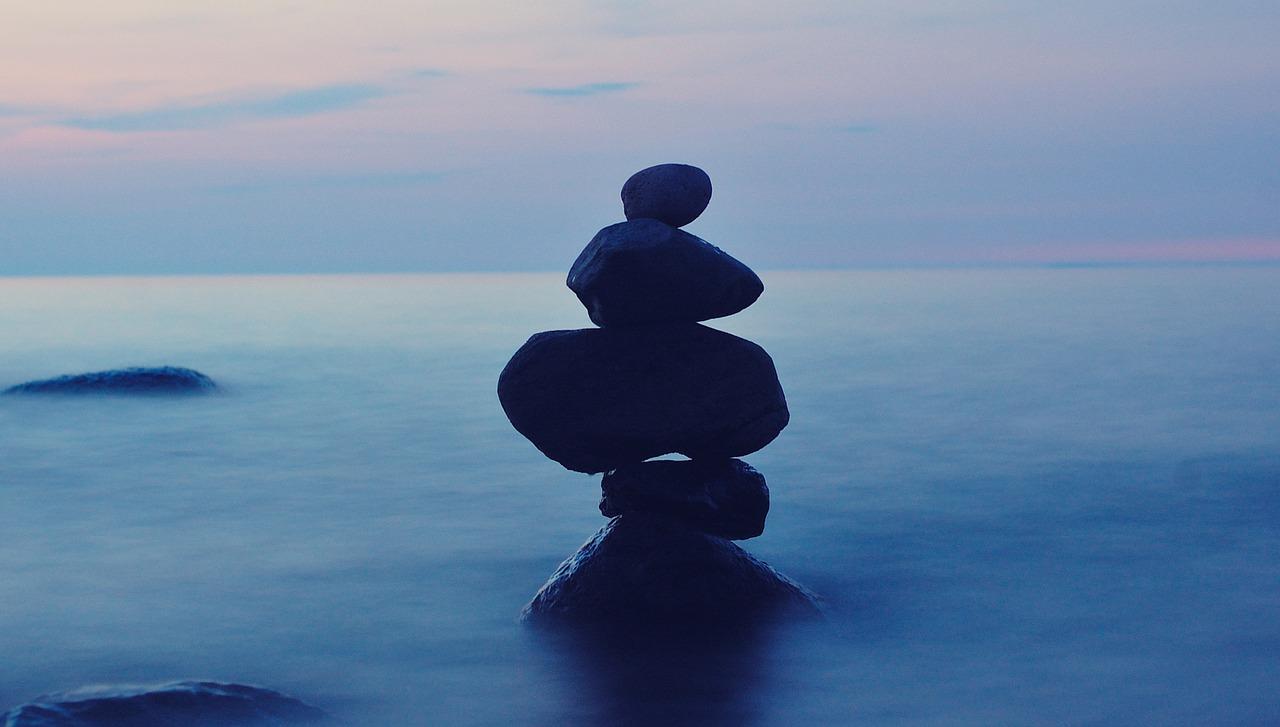 Mindfulness Blue Water Stones Jackie van Beest Leiderschap jvbcoaching.com